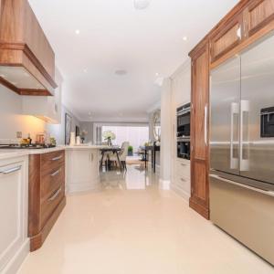 lovely veneer kitchen